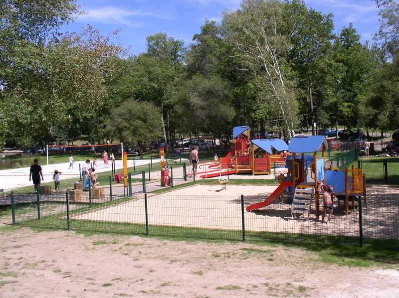 Etang de Saint-Estèphe espace jeux