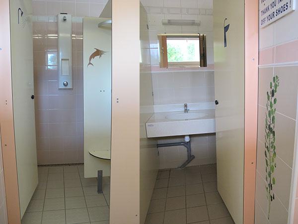 Cabine de douche et cabine lavabo camping l 39 agrion bleu - Cabine de douche camping ...