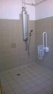 Douche pour personne à mobilité réduite