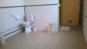 Douche et WC pour personne à mobilité réduite