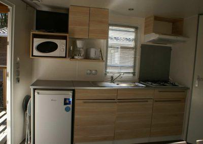 Mobil-home avec cuisine équipée et tv