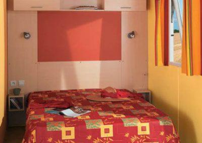 Mobil-home familial chambre lit deux personnes