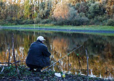 Pêche à la truite au bord du Bandiat qui longe le camping